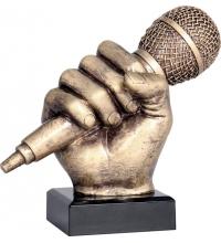 Кубок микрофон в руке